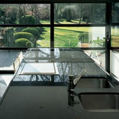 Glazen tafelblad bevestigen